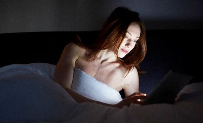Tablet im Bett
